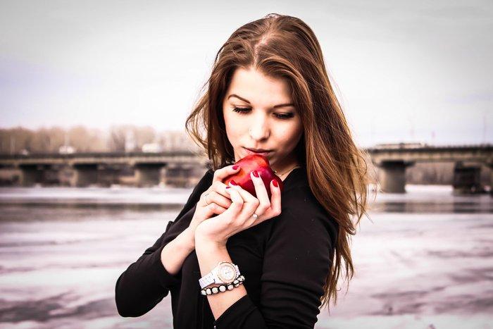 Заговоры на возврат любимого на яблоки