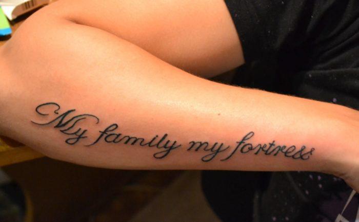"""Татуировка """"Моя семья - Моя крепость"""""""