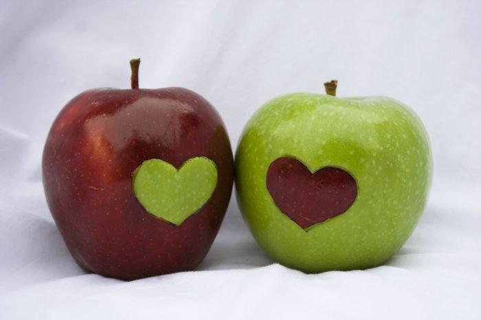 Любовные заговоры с яблоками