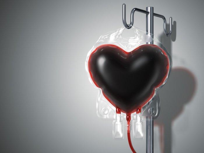 Контейнер с кровью в форме сердца