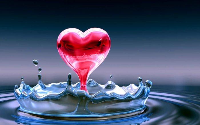 Голубая вода и всплеск в форме сердца