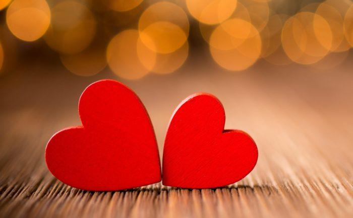 Две фигурки в форме сердца