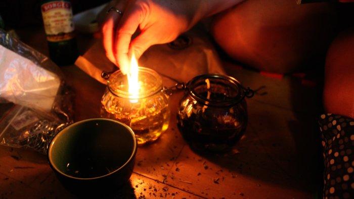 Магический ритуал со свечой и лампадками