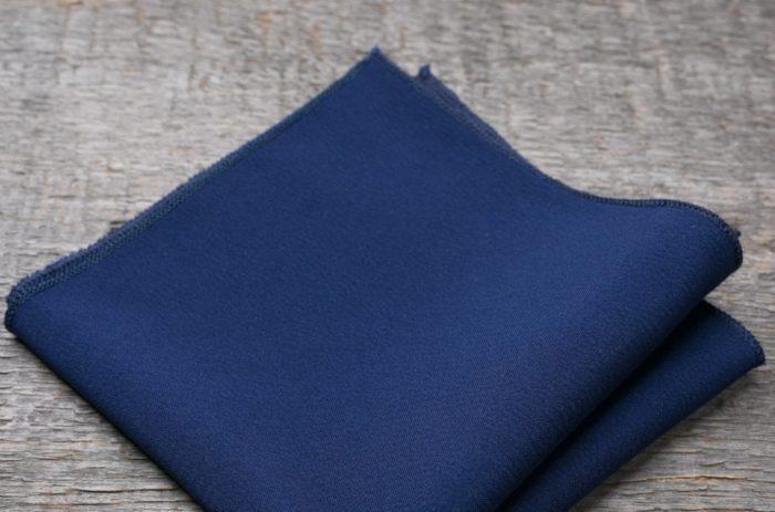 Кусок синей ткани - часть заговора от рожи