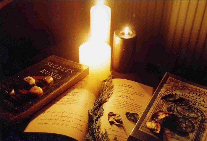 Книги и свечи