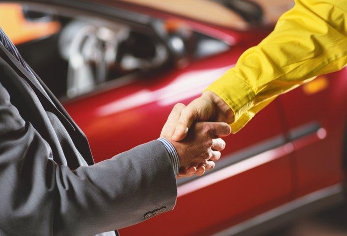 Рукопожатие после заключения сделки