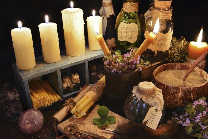 Свечи и другие элементы для заговора на продажу