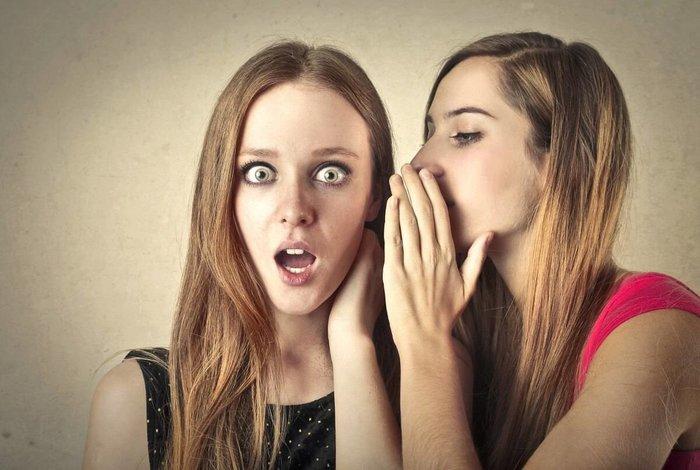 Девушки проводят заговор на красоту