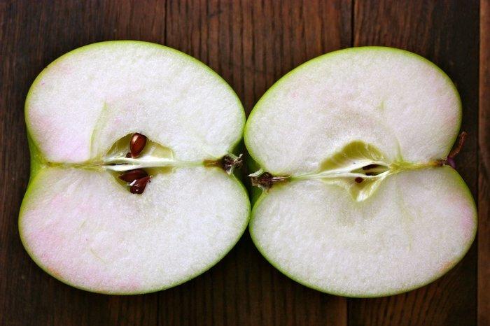 Как правильно разрезать яблоко для заговора?
