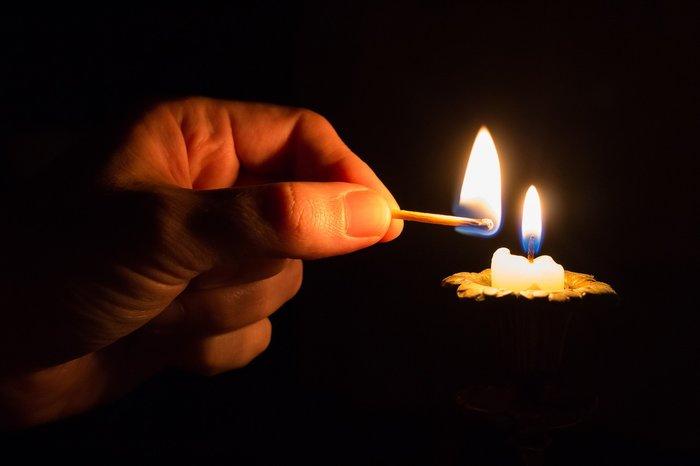 Избавление от порчи при помощи свечей и спичек