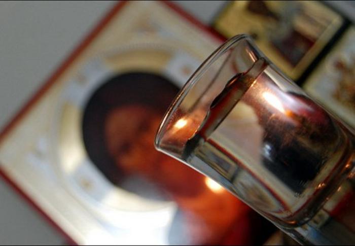 Заговор от вредных привычек на святую воду