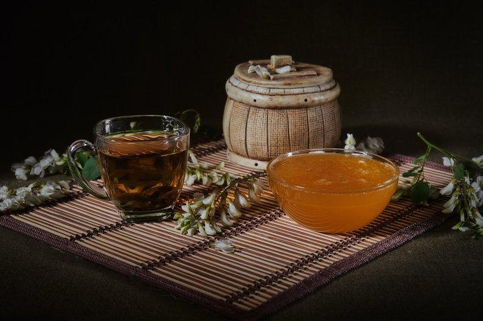 Заговор от ангины на чай с мёдом