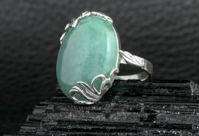 Нефрит в серебре