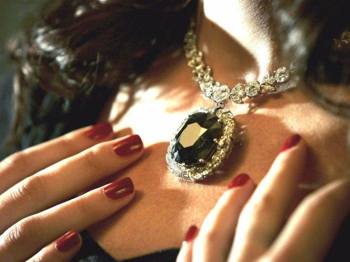 Женский драгоценный камень-талисман