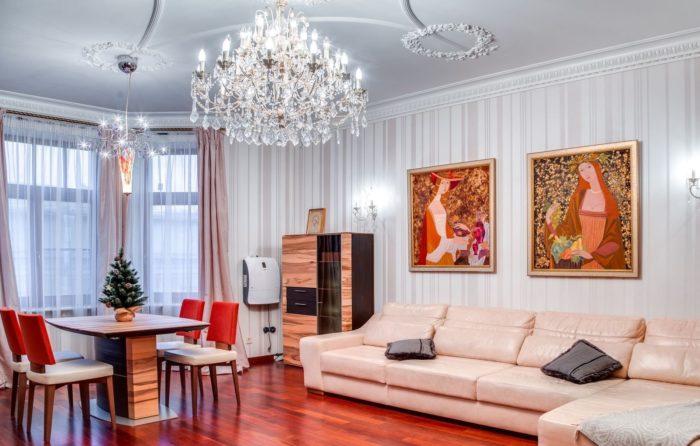 Чистая праздничная комната